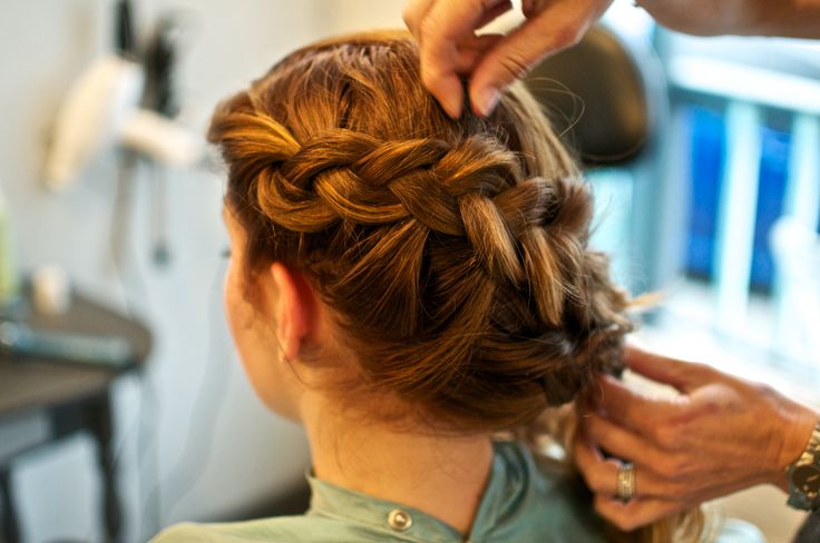 #seattlebridehair #hair #makeup #hairstylist #makeupartist #sessionstylist #editorialstylist #seattlewedding #photoshoot #onsite