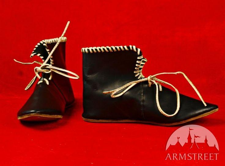 Stivali medievali in stile celtico di ArmStreet http://armstreetitaly.com/negozio/calzature/stivali-neri-medievali-bassi-in-stile-celtico