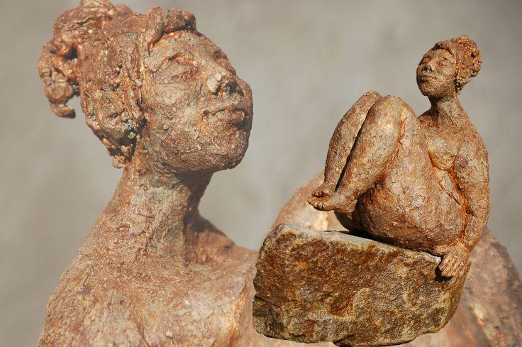 Marianne van den Berg, Keeping balance, ceramic patinated 27 x 17 x 22 cm