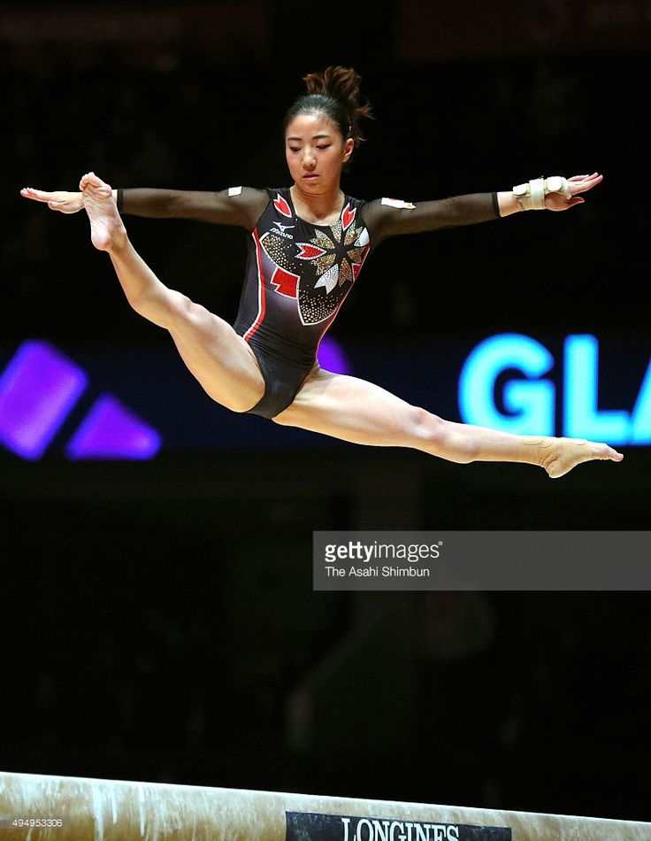 asuka-teramoto-of-japan-competes-in-the-balance-beam-of-the-womens-picture-id494953306 793×1,024 ピクセル