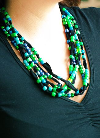 Halsband av t-shirt + pärlor | Tedags hos Tant Ninette