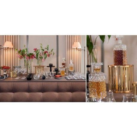 Buffet Cigare. Donnez des airs de club feutré et tendance à votre salon grâce à notre Buffet Cigare. Les carafes à Whisky Vintage et les verres Pur Malt replongeront vos invités dans les meilleures ambiances de club de Jazz.