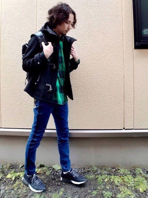 グリーンのチェックシャツを購入🎶 シンプルだけど黒×緑の配色は昔から好きですね😊 てか、足ほっそ
