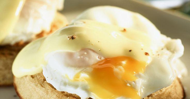Los 10 mejores brunch clásicos. Brunch (por su nombre en inglés, combinación entre almuerzo y desayuno - breakfast y lunch) es la comida perfecta ya que te ofrece lo mejor de dos mundos: dormir hasta tarde y comer delicioso y sano. Puedes elegir algo salado como huevos revueltos o crepes de vegetales, o algo dulce como un pastel de café casero o ...