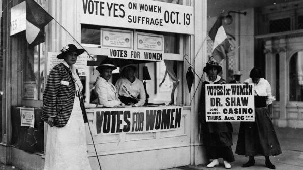 Le prime manifestazioni per il voto alle donne