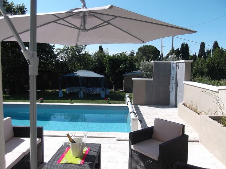 Tarascon-Sur-Rhone Holiday House: House in Provence with pool in a southern