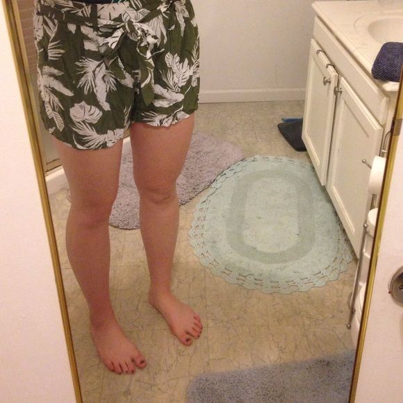Flowy shorts Hawaiian print, I have 2 pair so I don't need these! I wear the black ones more. Fits very comfortable and has elastic waist band with tie Old Navy Shorts