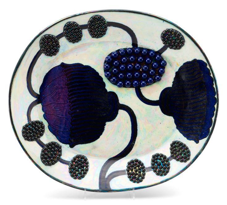 A Birger Kaipiainen stoneware dish, Arabia, Finland. Measurements 35,5 x 31 cm.. - Spring Modern Auction, Stockholm 572 – Bukowskis