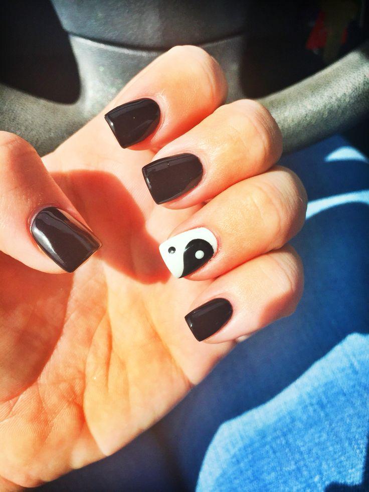 Ying Yang peace nails #nails #naildesigsn #yingyang #black #white #cute #nailart #gel #pretty #cute #girly