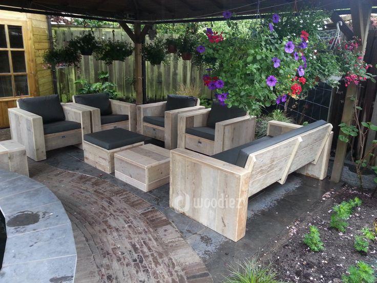 WOODIEZ | Inspiratie voor de inrichting van je tuin of terras. Steigerhouten loungemeubels geven een karakteristieke uitstraling aan je tuin! #tuininspiratie #loungeset #steigerhout