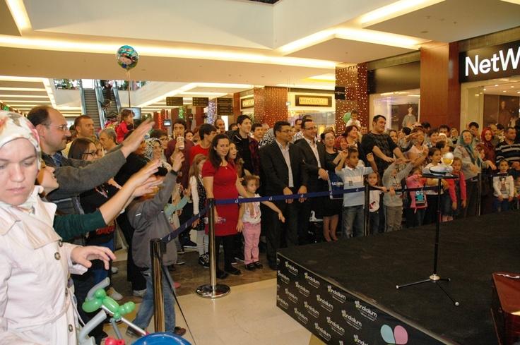 Çocuk etkinlileri, trio müzik dinletileri, etenek Sizsiniz Finalistleri Kıvanç Burak Kardeşler İlizyon Show ve bayram hediye yağmuru ile Anatolium AVM'de bayram çok güzel geçti!