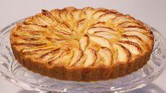 Normandische appeltaart - Ik heb zin om deze te maken! (ipv gelatine natuurlijk agar agar) Bretonse koek Meng de bloem met zout en bakpoeder. Maak er een kuiltje in en meng suiker, boter, ei en rasp van de citroenschil in het kuil...