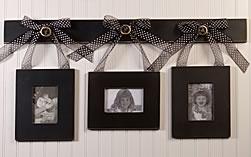 Hanging picture framesHanging Pictures, Hanging Picture Frames, Bedroom Decorations, Diy Crafts, Crafty, Spare Bedrooms, Cute Ideas, Hanging Frames, Pictures Frames