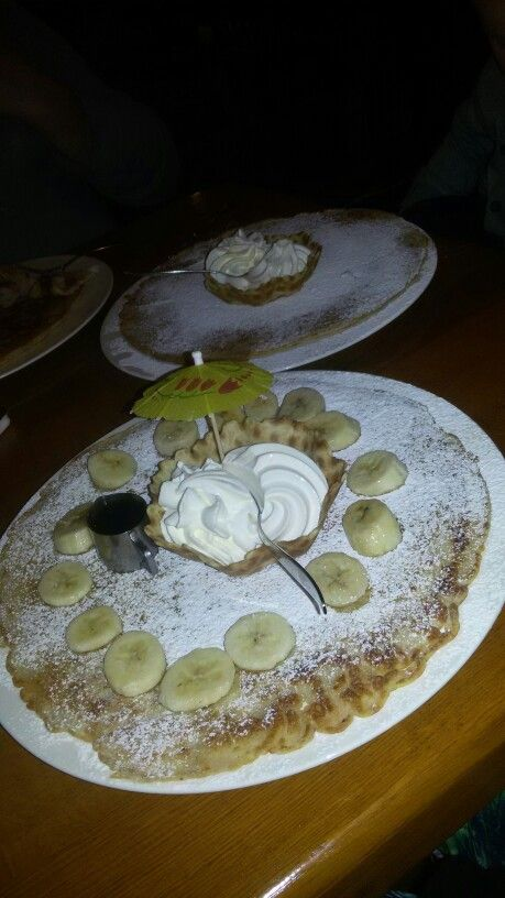 Pannenkoek banaan ijs suiker tia Maria slagroom