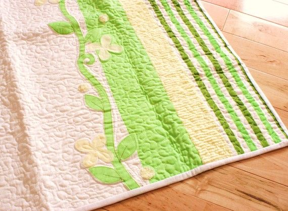 gorgeous, feminine green quilt.: Green Quilt, Wallhang Blankets, Peas Baby, Baby Quilts, Blankets Ooak