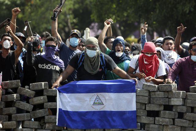 Nicaragua Managua Nicaragua S Ortega Agrees To Talk As Deadly Protests Rage On Masked Protesters One With A Nicaraguan Flag Nicaragua Nicaraguan Ortega