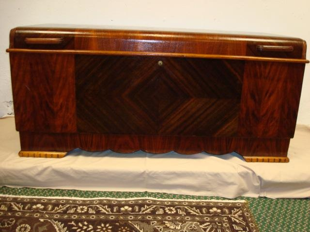 LANE Cedar lined art deco chest...i want one so bad!