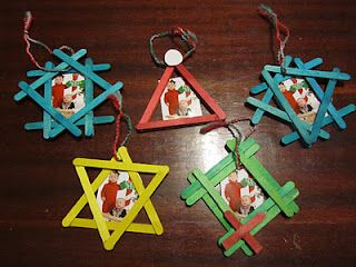 Christmas Ornament picture frames - using Popsicle sticks! (snowflake, santa hat, star and wreath)