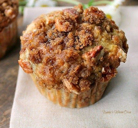 Bunny's Warm Oven: Banana Muffins with Crumb Topping ..minus the pecans! Great idea for breakfast!