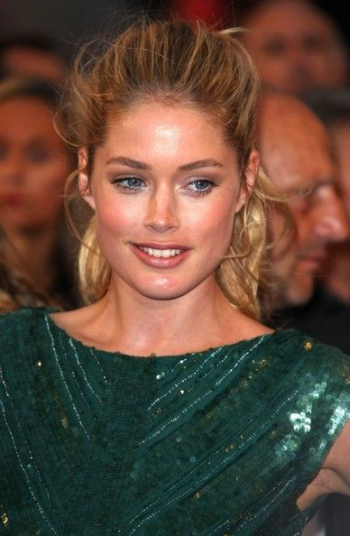 Doutzen Kroes Ponytail: Messy Ponytail, Messy Hair, Poker Chips, Sexy Hair, Kroes Ponytail, Cute Ponytail, Ponies Tail, Doutzen Kroes, Green Dresses