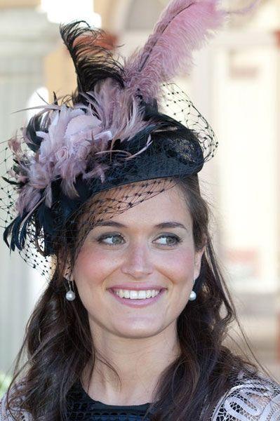 casco sombrero pamela de Cherubina para invitadas a bodas