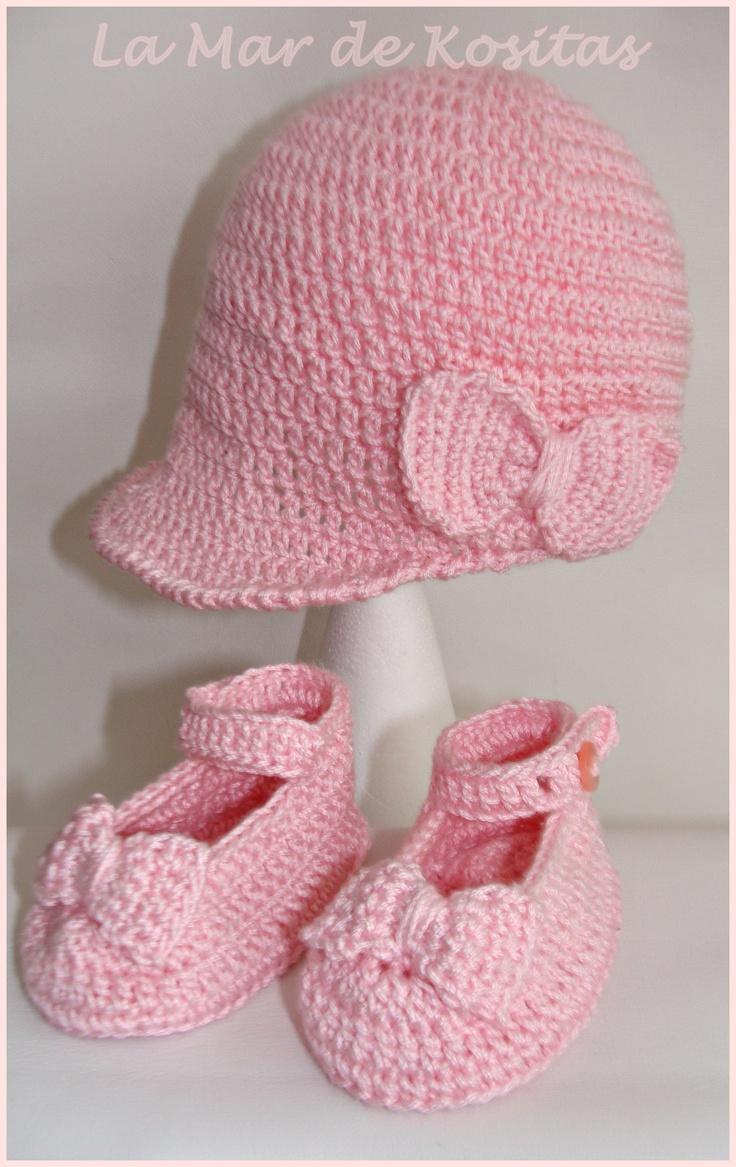 Conjunto zapatos y gorra visera con lazo en ganchillo crochet