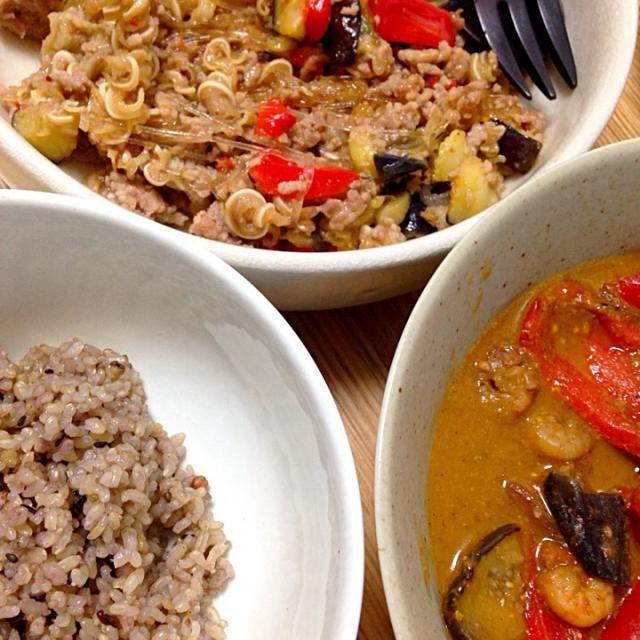 「カレーの壺・シーフード」は本当によくできたカレーペーストだ。 - 8件のもぐもぐ - ルゥ「カレーの壺・シーフード」を使った夏野菜カレー・ミミガーと茄子等の炒め物 by koinasubi