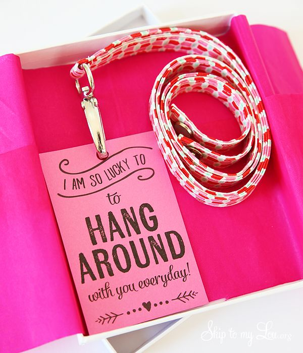 How to Make a Fabric Lanyard for a Teacher Gift Idea. Great DIY tutorial and free printable note.
