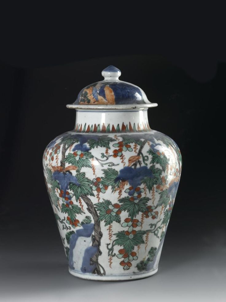 Sugar jar of glazed ceramic, five-colour ware with the yellow omitted, with a decoration of squirrels among vines, and an unglazed base: China, Ming dynasty, probably Wan Li reign, 1573 - 1619