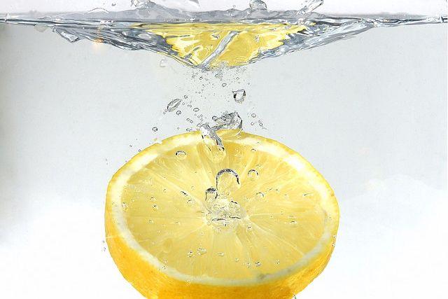 citroensapkuur alles over water met citroen drinken, citroenwater kuur afvallen lever ondersteunen