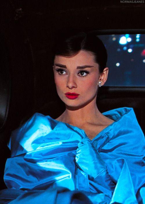 女性らしいAudrey Hepburn
