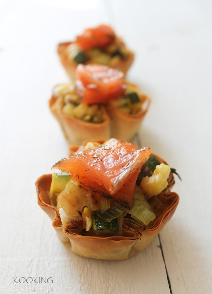 Tartaletas de puerro y calabacin con salmón marinado en casa