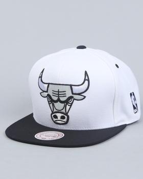 For sports fan. Chicago Bulls snapback for the boyfriend
