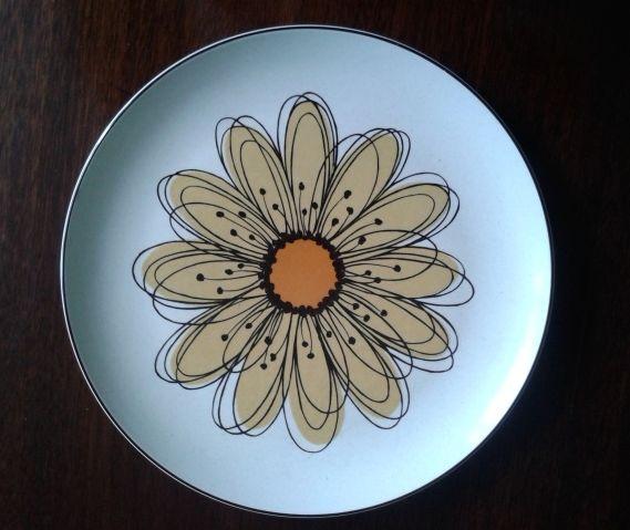 Vintage Midwinter Stonehenge Flowersong dinner plate. Midwinter potteries, Stoke-on-Trent 1960 - 1979