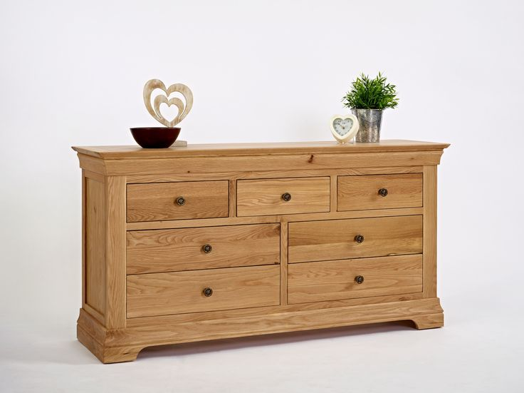 For some great pleasures in life, the French always seem to stand out! They have given us great wine, good cheese and romantic spring times. Not only do they provide some great cuisine they have some superb style credential as well. This you can see in our product of the week the French Modern Oak Large Chest of Drawers.