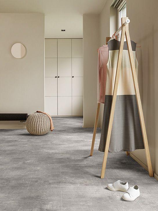 Dynamic Stone (New) | Collectie projectvinyl | Interfloor Tapijt Vinyl Project | Sfeerfoto bedroom | industriele beton look | ruig karakter