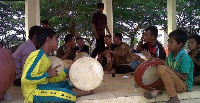 Kebudayaan Banten Sebuah Kesesatan Pemprov Banten. Disbudpar harus insyaf dan bertaubat dari kesesatan budaya. Visinya merendahkan kebudayaan banten.