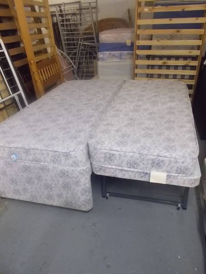 TRUNDLE BED FOR SALE (SINGLE BED WITH GUEST BED) on Gumtree. SINGLE BED WITH SMALLER GUEST BED UNDERNEATH FULL SIZE SINGLE BED, 2FT 6 GUEST BED ON WHEELS