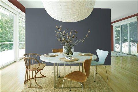 Admirez l'agencement de couleurs de peinture I réalisé avec Benjamin Moore. Via @benjamin_moore. Mur en Avant-Plan: Fond Océanique 1630; Murs Latéraux : Brun Clair-Obscur 2104-20; Plafond: Argent Antique 2139-50.
