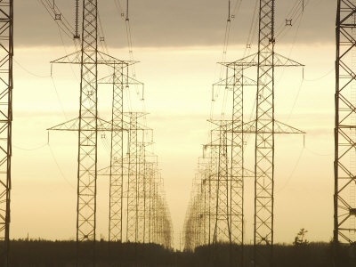 Line of High Tension Electrical Towers at Dusk Photographie  affiche pur allposters.fr