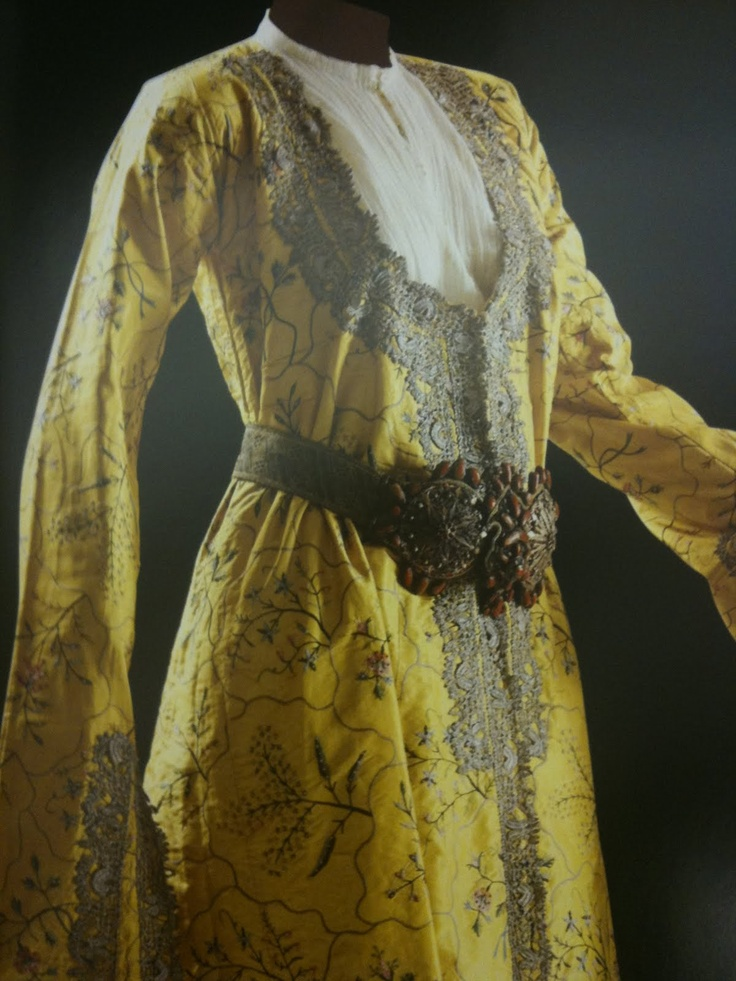 Image from book titled: Women's Costume of the Late Ottoman Era rom the Sadberk Hanim Museum Collection / Lale Görünür.