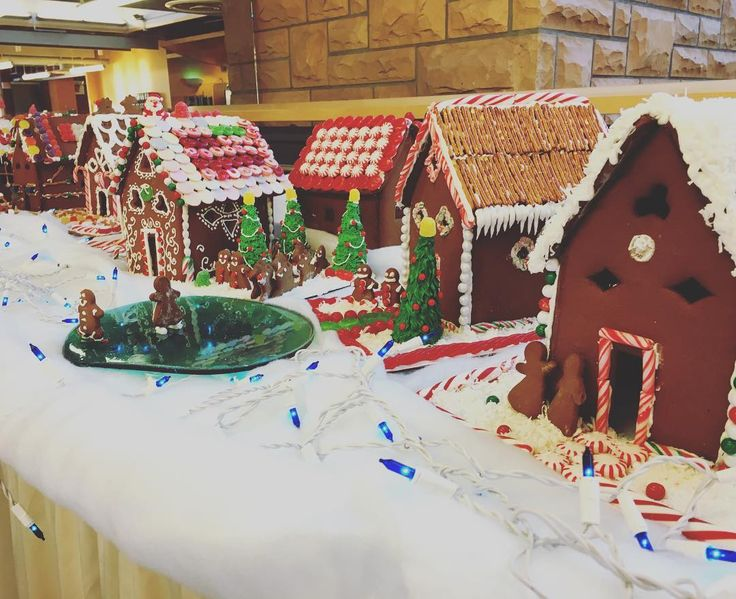 Get in the holiday spirit with these adorable gingerbread houses, courtesy of the bakers at Rolling Mill! 🍭⛄️ #uwyo #uwyodining #gingerbreadhouses #gingerbread #Laramie #Wyoming #college #university #holidays