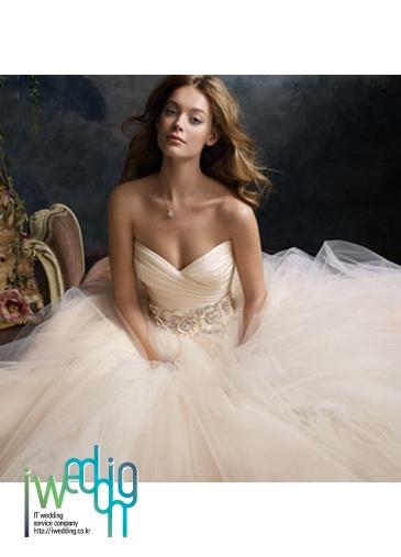 [아이웨딩 iwedding] Modern or Classic Wedding Dress, Kate Blanc