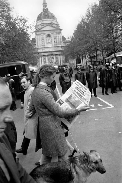 FRANCE. Paris. 5th arrondissement. Sorbonne University, woman reading newspaper 'France Soir' on which the headline reads 'The Sorbonne is surrounded by a large police presence'. May 68.
