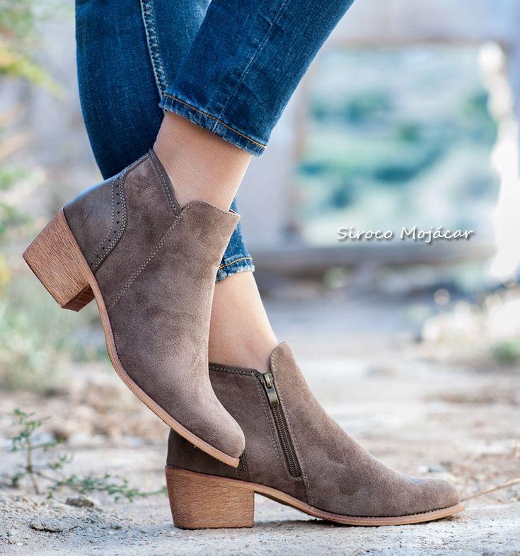 Los botines siguen siendo una opción ideal para casi todo el año. Las botas Lyon son cómodas y versátiles, además de fáciles de combinar con pitillos, leggings, vestidos, shorts o tus jeans favoritos.  #boots #botines #style #shoes #zapatos  WEB: www.indalas.com