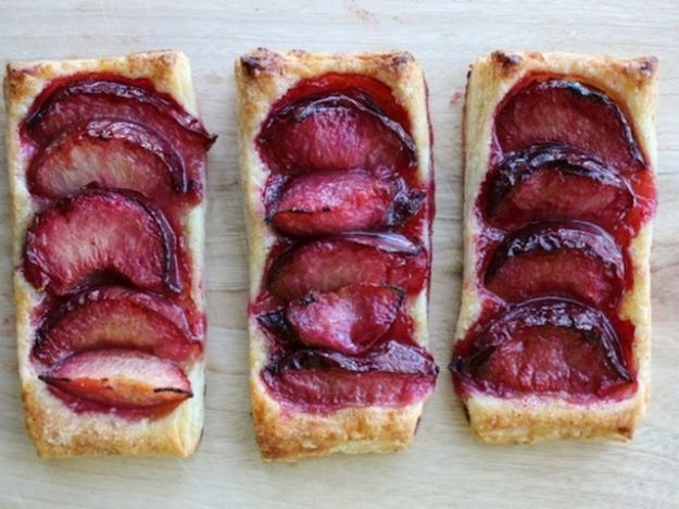 12 Fresh Plum Desserts for Summer