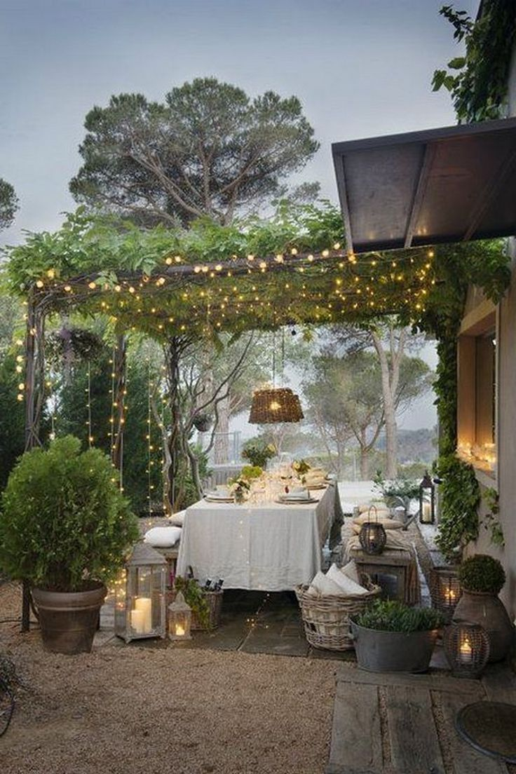 Dekoration 25 Amazing Backyard Garden Beleuchtung Ideen Fur Den Aussenbereich Aktihome Dekoratio In 2020 Terrasse Mit Pergola Hinterhof Garten Sitzplatz Im Garten