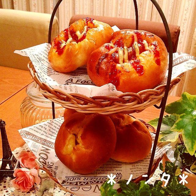 今日の朝ご飯に焼きました。 眠いです。。(。☣ˇд☣)ノ゙ - 71件のもぐもぐ - ソーセージパンとツナマヨベーコーンパン♡ by nonta719