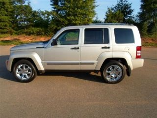 31 best images about jeep liberty on pinterest roof basket cars and jeep liberty sport. Black Bedroom Furniture Sets. Home Design Ideas