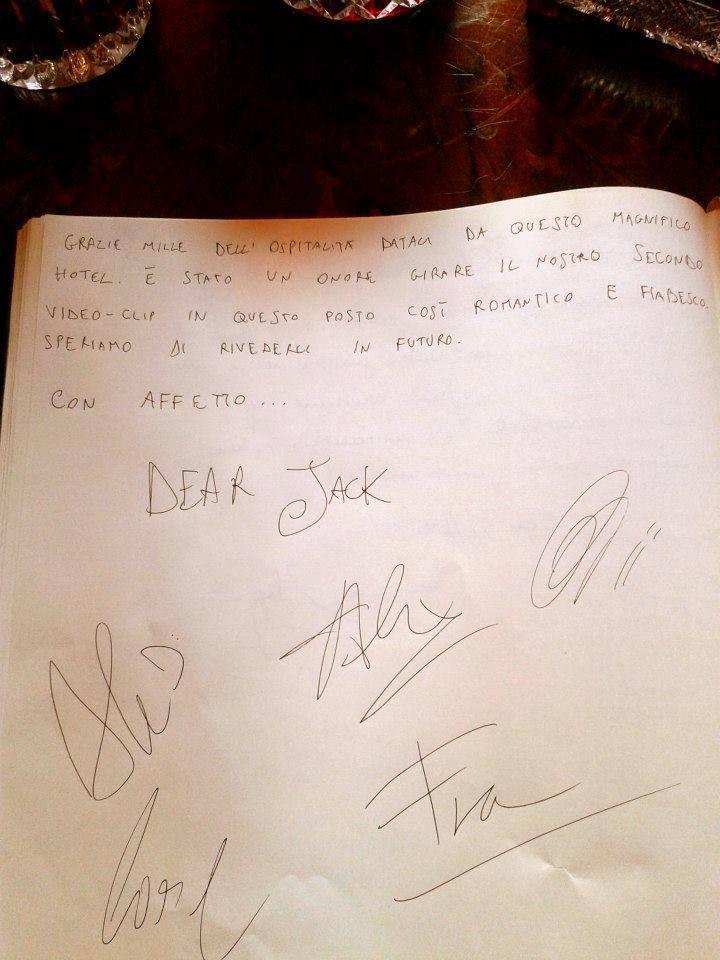 """Anche i Dear Jack hanno """"recensito"""" con questo bellissimo #commento il loro #soggiorno a #Leoncino #Hotels, in occasione delle riprese del loro ultimo #video """"La pioggia è uno stato d'animo""""! #Dear #Jack #DearJack #Verona"""
